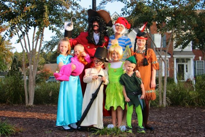 Gruppenkostüme Ideen - eine Familie mit vielen Kinder wie Peter Pan Helden