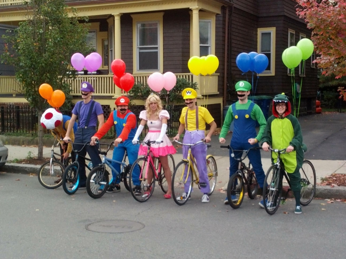 ein Wettbewerb mit Super Mario - ausgezeichnete Gruppenkostüme Ideen