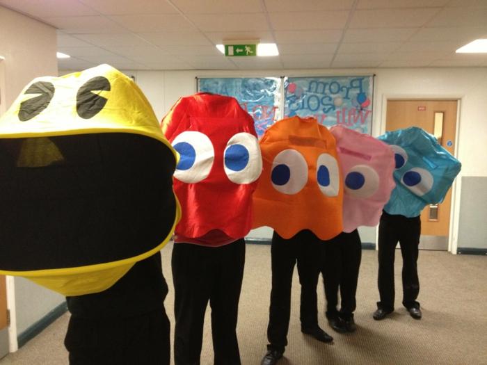 Karneval Gruppenkostüme für die Schule von dem Arkade Spiel in viele Farben