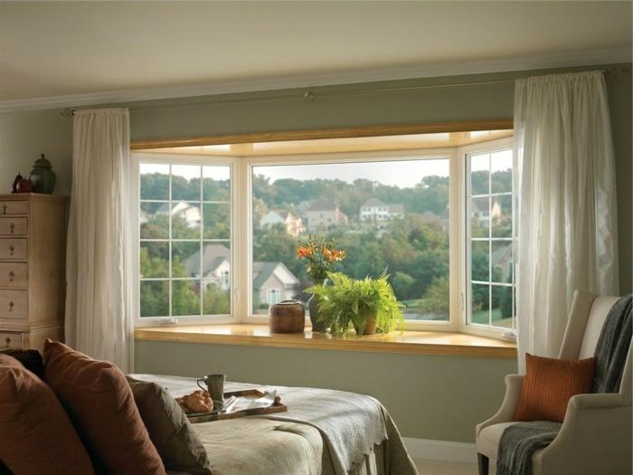 Fensterbank aus Holz im schlafzimmer dekorativ gestalten