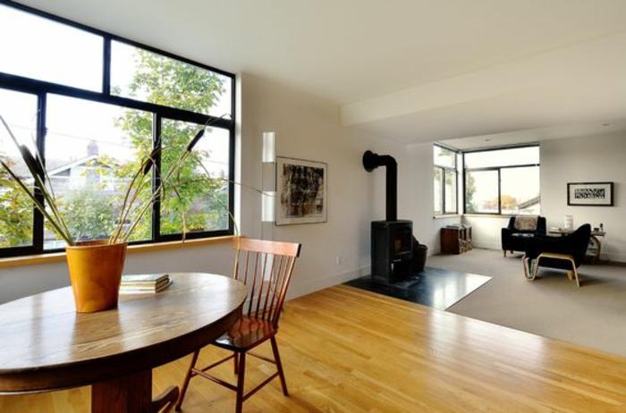 Fensterbank aus Holz für großes Fenster im wohnzimmer