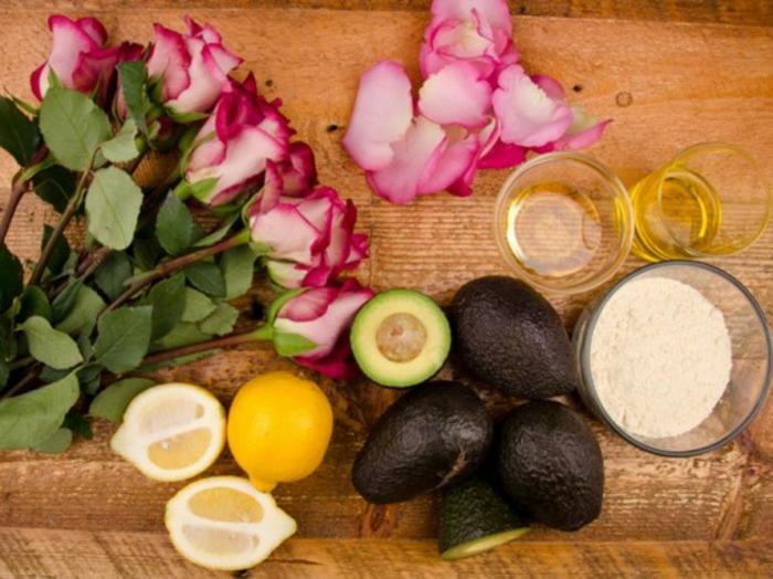 Zutaten für festes Shampoo: Avokado, Rosen, Zitronen, Meeressalz, Öle