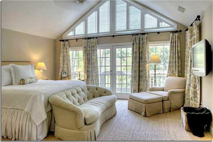 gardinen-für-dachgeschoss-und-dreieckfenster-mit-rolläden