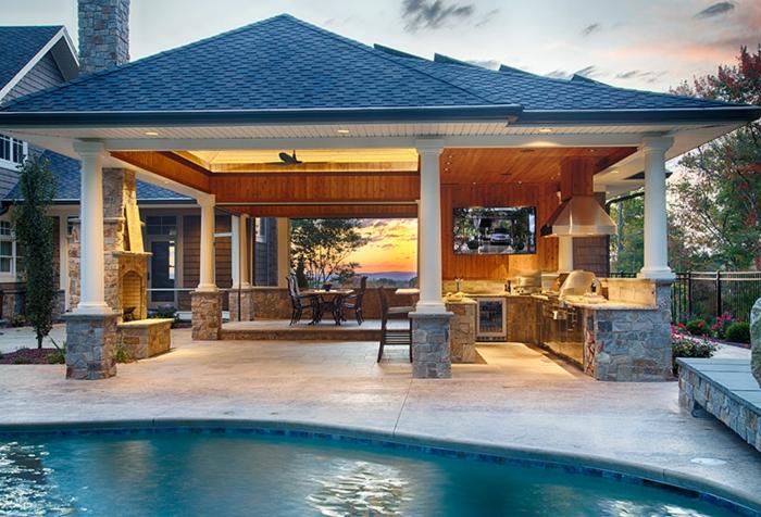 Außenküche mit Schwimmbad und Gerbirgeaussicht