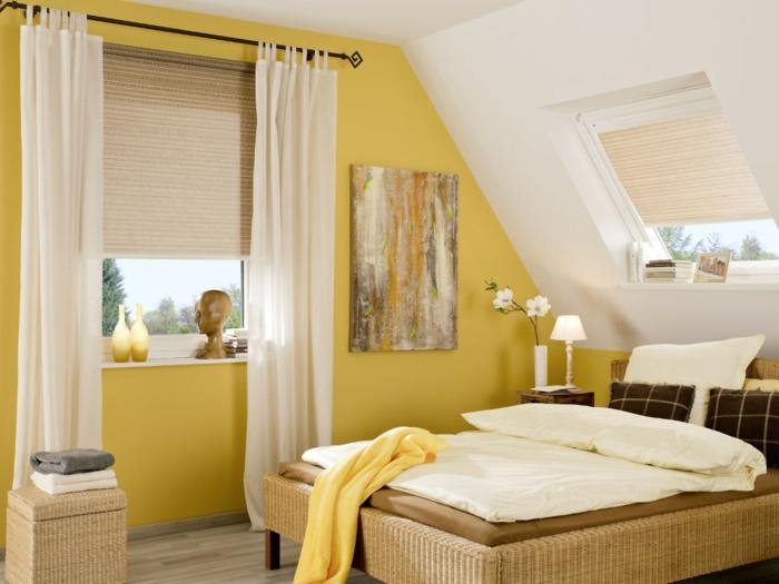 gemütliches-schlafzimmer-dachgeschoss-gardinen-dachfenster-sonnenschutz