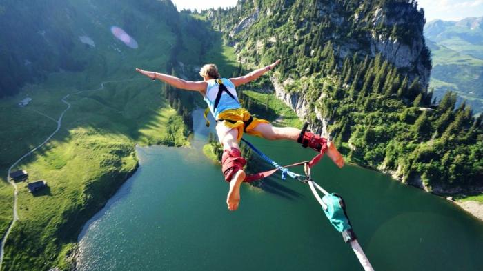 geschenkideen-tolle-vorschlaege-fuer-paare-bungee-jumping-fuer-paare-idee