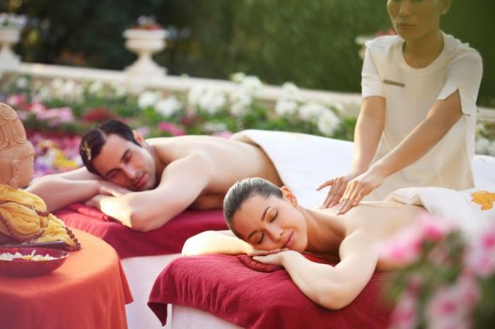 geschenkideen-tolle-vorschlaege-fuer-paare-gemeinsam-mit-dem-partner-massage-geniessen