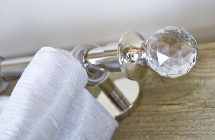 hochglänzende Gardinenstangen aus Edelstahl Wohnbereich kristalle Zierspitze