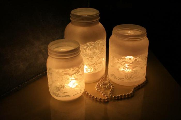 kunstvolles Bastel mit Gläsern - mit Pinsel bemalen und Kerzen zum Licht