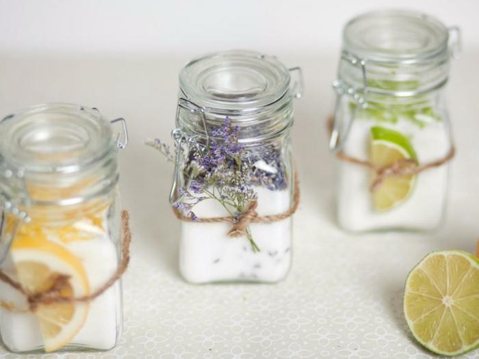 Basteln mit kleinen Gläsern - Deko aus Zitronen und Leim