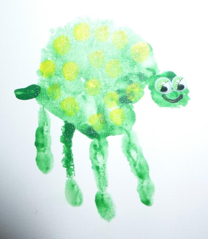 grüne schildkröte - ein schönes bild mit handabdruck