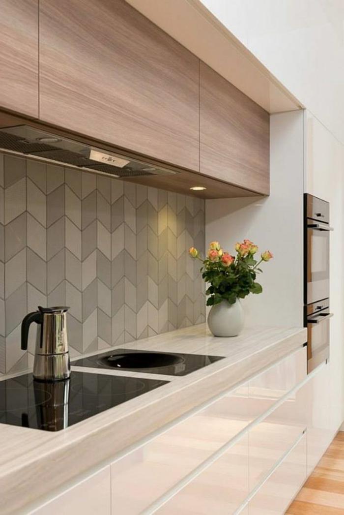 interessante graue küchenrückwand mit geometrischen figuren