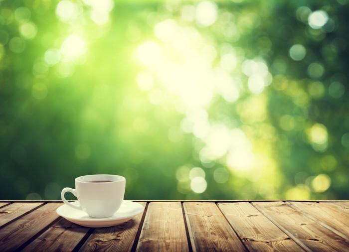 gruener-kaffee-fuer-ein-echt-frischer-start-guten-rutsch-in-den-neuen-tag-gruener-hintergrund-meditieren-farbe