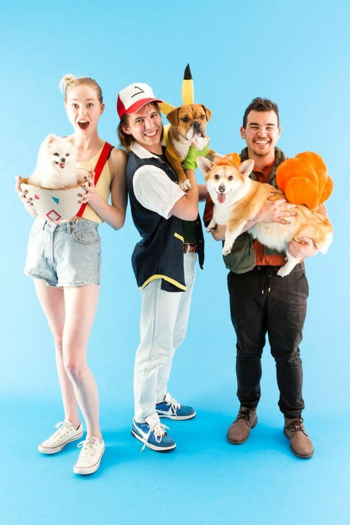 Pokemon Kostüm Gruppe mit Hunden die Rollen spielen