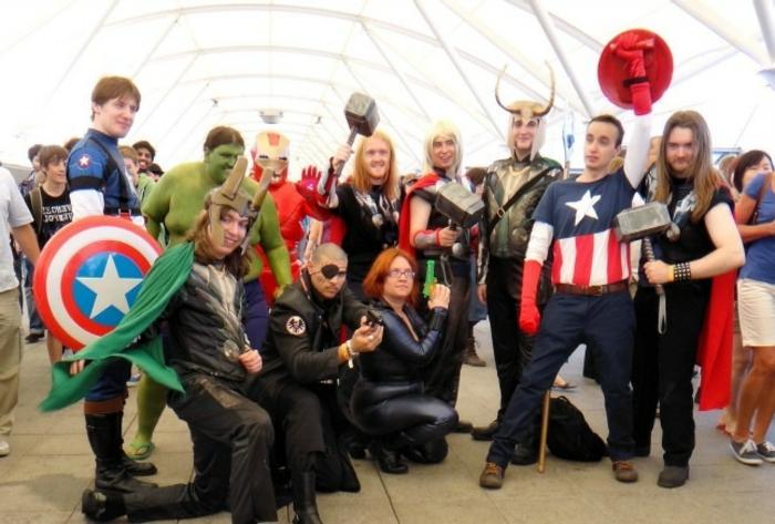 Kostüm Gruppe auf eine Ausstellung alle Helden von Avengers
