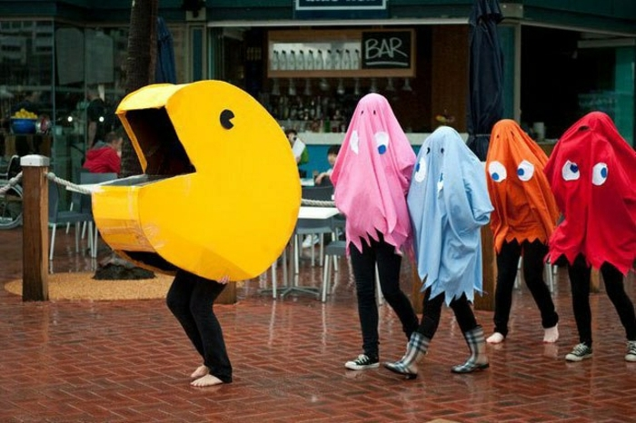 lustige Gruppenkostüme aus einem Arkade Spiel - Gespenster in allen Farben