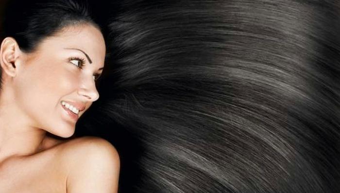Naturseife für Haare: lange dunkelbraune glänzenden Haare