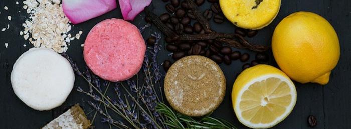 feste Shampoos mit Kaffeebohnen, Zitronen, Haferflocken, Rosmarin- und Lavendelöl