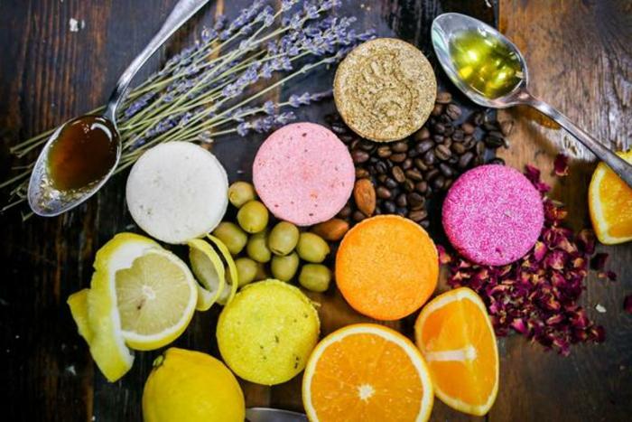 Naturseife für Haare mit Orangen- und Zitronenextrakt, Honig, Olivenöl und Kaffeebohnen