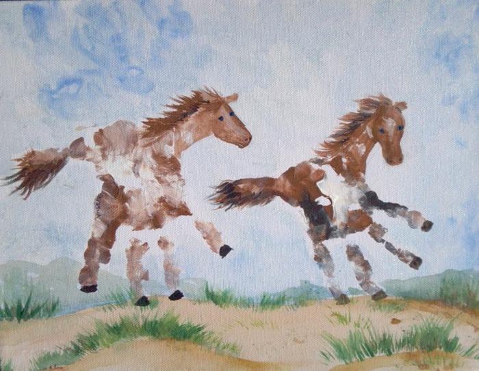handabdruck bilder - hier sind zwei abgedrückte pferde