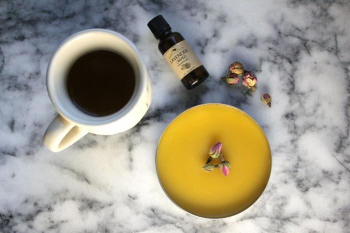 Handcreme mit Lavendelöl und Extrakt von Rosenblühten