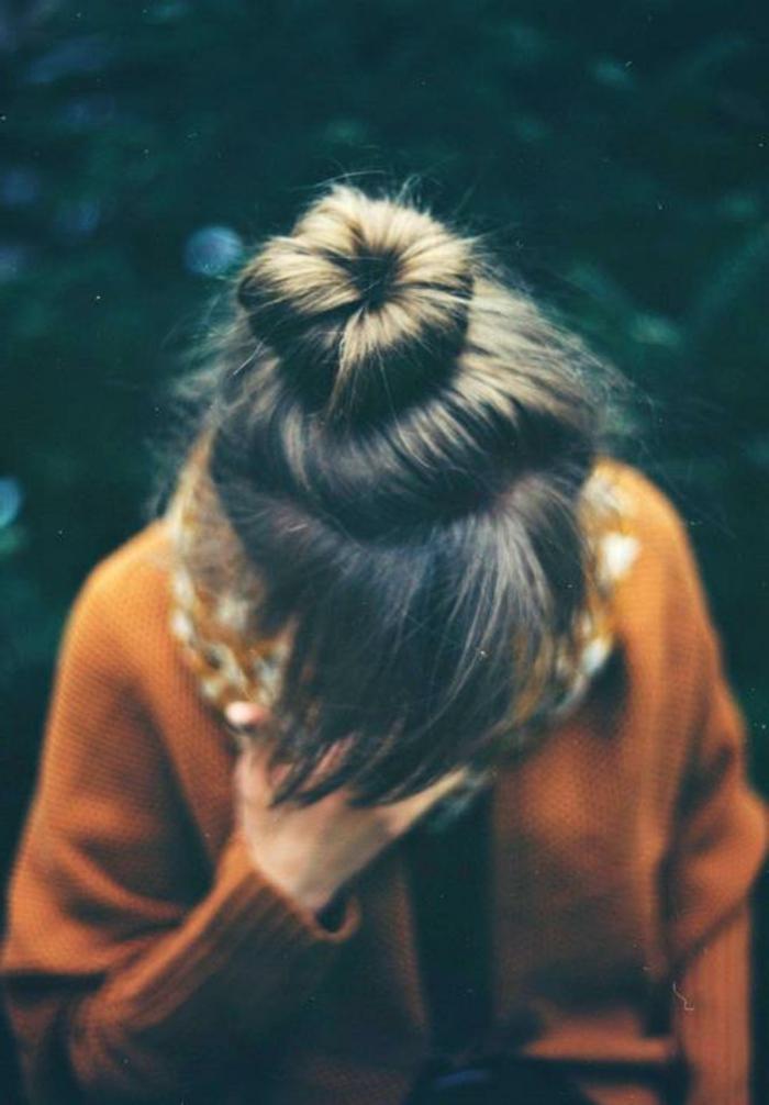 herzzerreißendes-trauriges-bild-ein-trauriges-mädchen