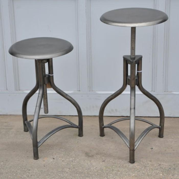 hocker-industrial-grau-metall-drei-beine