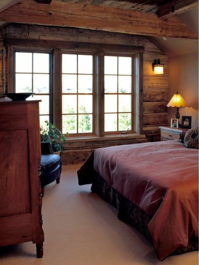 ländlich rustikales schlafzimmer holzbalken und innen fensterbank