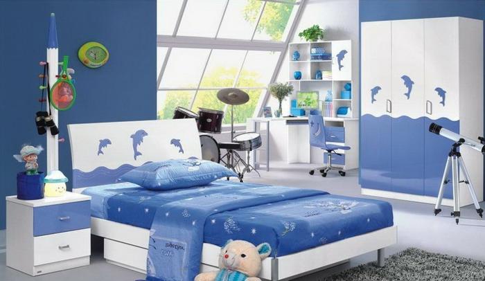 Kinderzimmer Einrichten Weiß Blaue Dekoration Im Zimmer Delfine Wasser  Wellen Effekt Dachfenster Kinderzimmer Junge ...