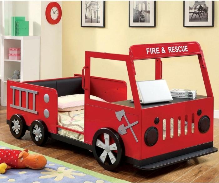 Kinderzimmer Einrichten Wagen Feuerwehr Rotes Auto Bett Ideen Und Designs Bilder Schwarz Weiss Gelb Junge