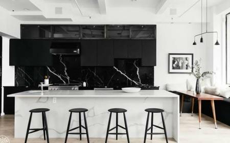 küche spitzschutz wand küchengestaltung in weiß und schwarz rückwand aus schwarzem marmor
