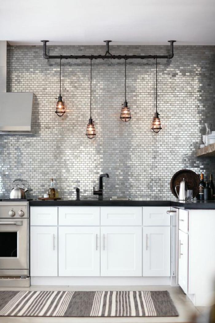 kreative küchengestaltung mit küchenrückwand aus kleinen spiegeln