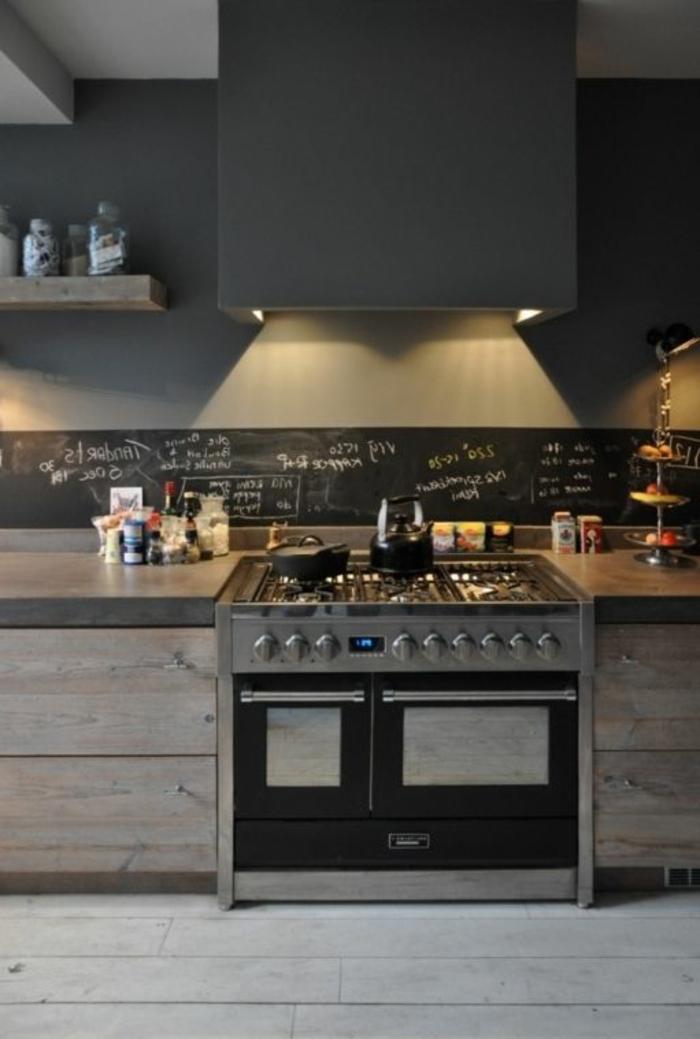kreative küchengestaltung mit schwarzer kreidetafel als küchenrückwand