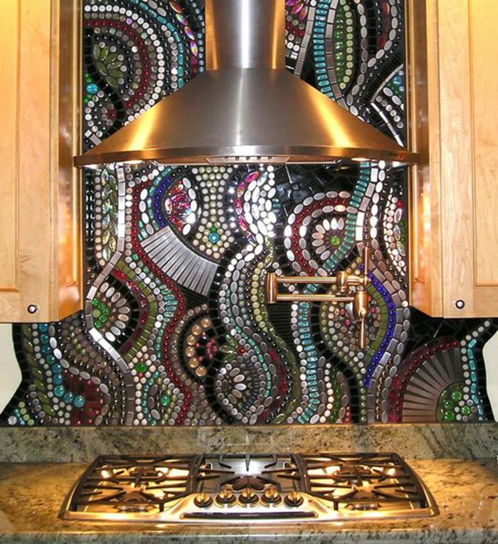 interessante und kreative küchenrückwand mit kleinen bunten steinchen
