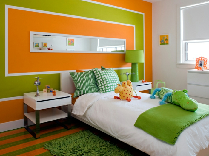 schöne kinderzimmer ideen einrichtung frische und fröhliche farben grün orange kuscheltiere kissen