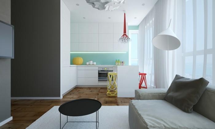 kleine-wohnung-einrichten-hellgraue-couch-parkettboden-weißer-teppich-schwarzer-rundtisch-stehlampe