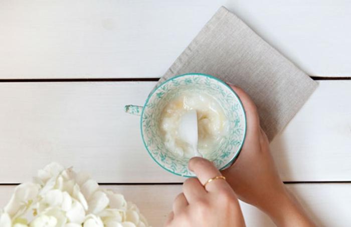 selbstgemachte Handcreme mit Kokosöl und Sheabutter