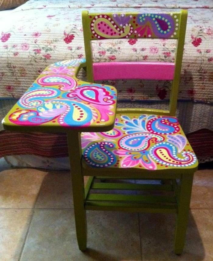 möbel-lackieren-grüner-stuhl-mit-rosa-elementen-bett-diy-fliesen-bunt