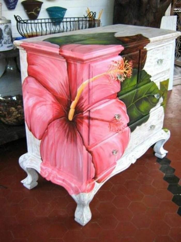 möbel-restaurieren-weißer-schrank-mit-rosa-blume-bemalen-diy-idee