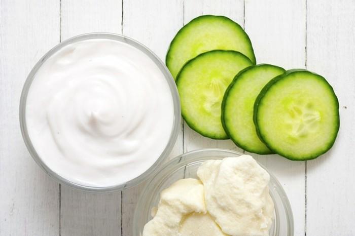 maske-für-das-gesicht-gurken-jogurt-wißer-tisch-produkten-für-diy-gesichtsmasken