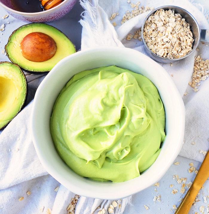 mitesser maske gesichtsmaske selber machen honig maske gesicht anti pickel avocado püree und haferflocken
