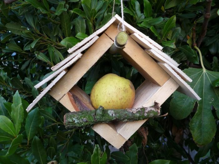 Holzhaus für Vögel mit einfachem Design