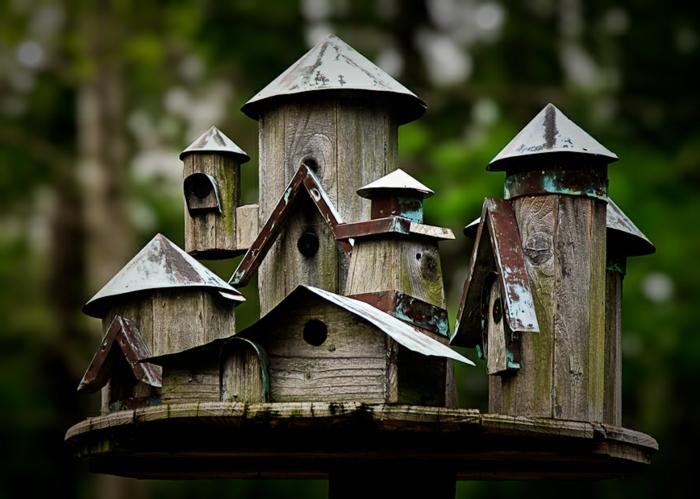 Futterstelle für Vögel mit sechs separaten Vogelhäusern