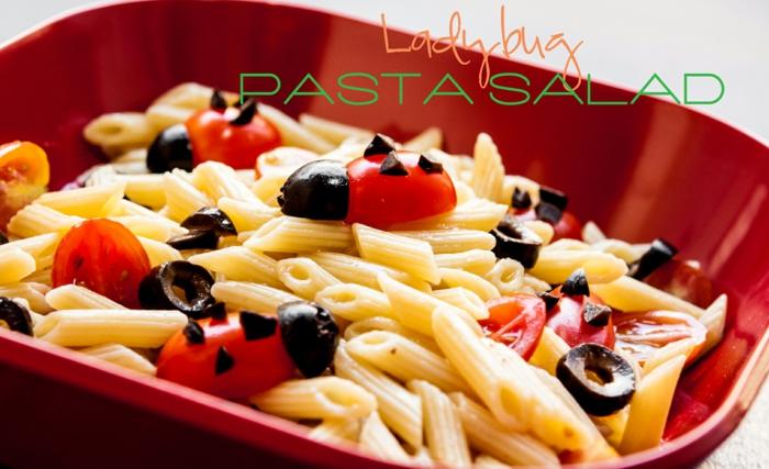 einfacher Nudelsalat mit Oliven und Cherrytomaten