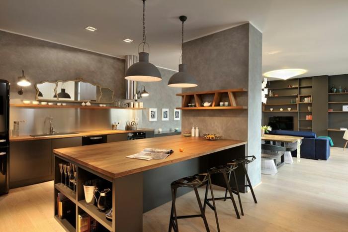 offene-küche-wohnzimmer-abtrennen-offene-küche-mit-theke-spiegel-halbrunde-kronleuchter-küchenregale