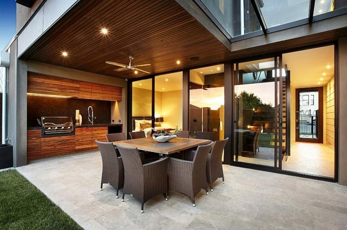 modernes Haus mit Gartenküche mit simplem Design