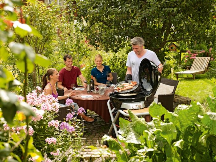 eine kleine Sommerküche im Hinterhof absondern