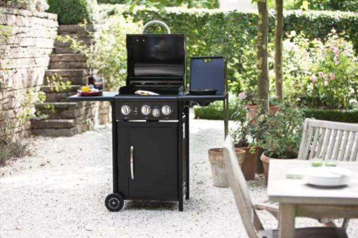 Sommerküche mit einem transportablen Outdoorchef Gasgrill