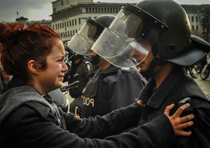 protest-bulgarien-herzzerreißendes-trauriges-bild