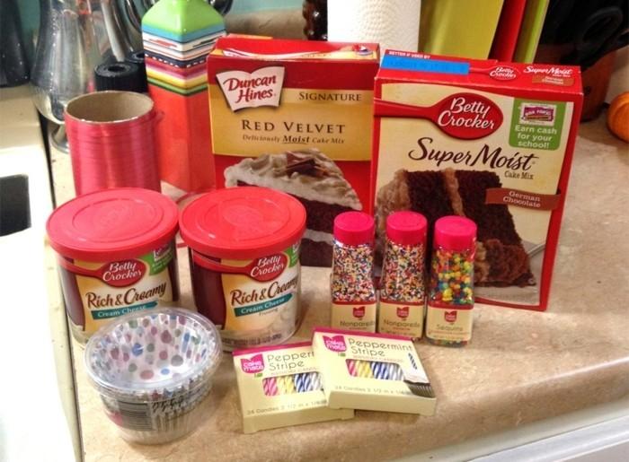red-velvet-cake-rezept-welche-zutaten-sind-noetig-hier-findet-man-alles-kakao-mehl-milch-ei-rote-lebensmittelfarbe